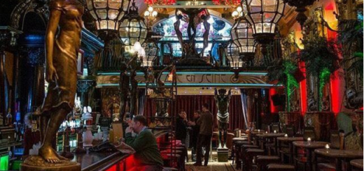 Win a Spectacular Dining Experience with Wine or Cocktails for 4 People at Cafe en Seine