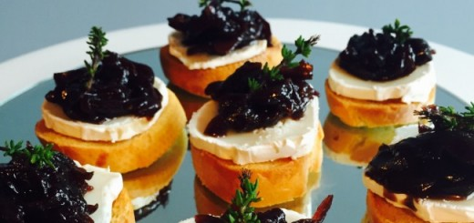 Siucra Goats Cheese Crostini with Red Onion Marmalade