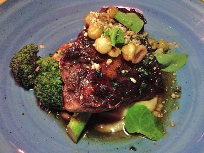 beef-steak-broccoli-jerusalem-artichoke