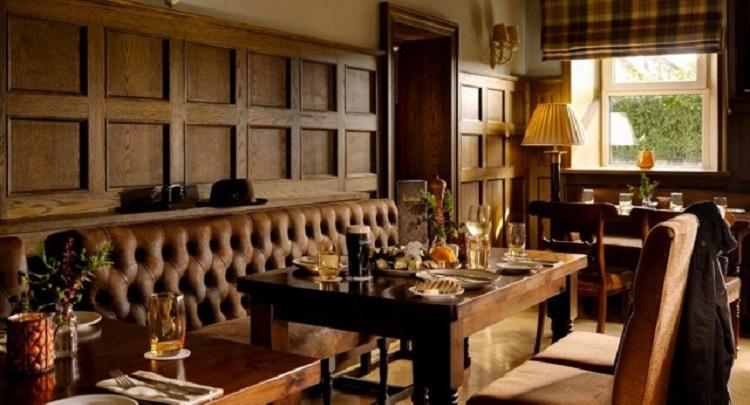 GlenloAbbey Oak Cellar Lounge