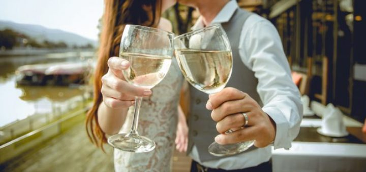 Wine is for Lovers - How did the Drink Become the Tipple of Romance