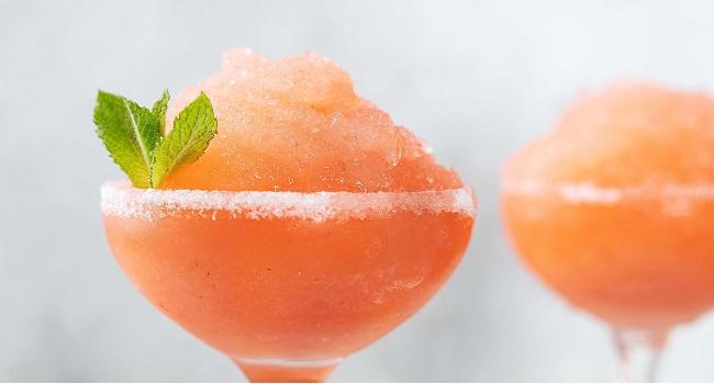 Strawberry Cinnamon Vanilla Daiquiri Recipe From Siúcra x Catherine Fulvio